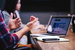 Digitaal ondersteuner: de job die er almaar meer toe doet